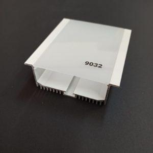 P9032