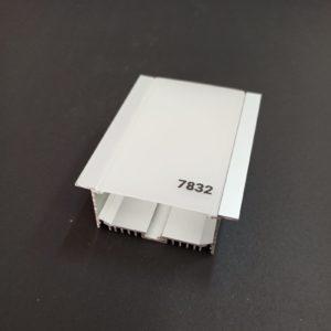 P7832