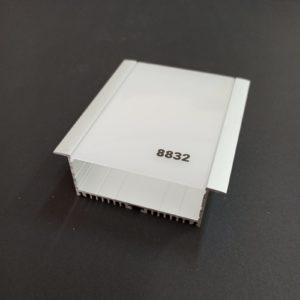 P8832